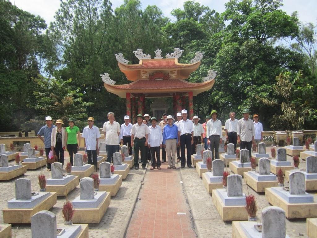 Thăm Nghĩa trang Trường Sơn