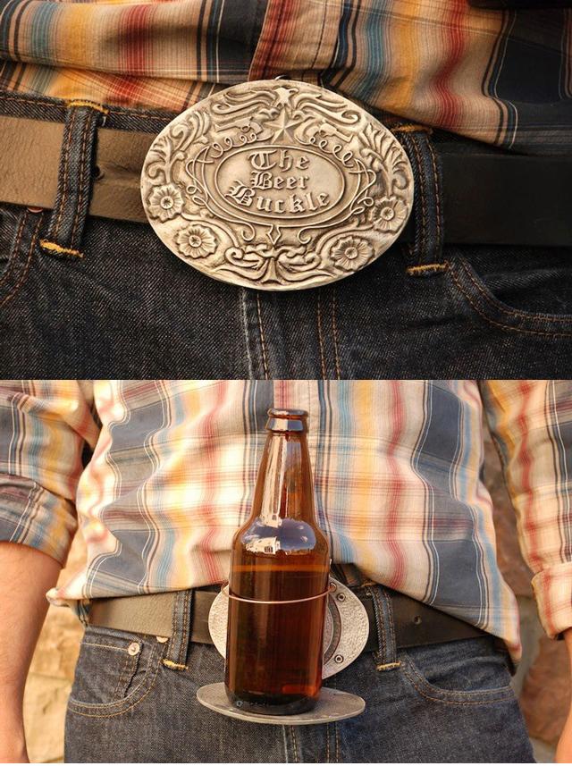 Cinto se transforma em porta-cerveja