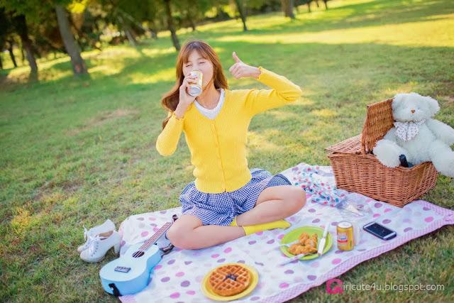 4 Lee Yoo Eun outdoor - very cute asian girl-girlcute4u.blogspot.com