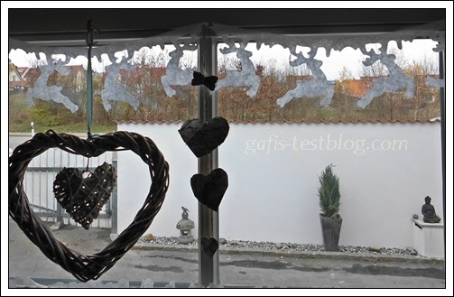Fenster mit Hirschgirlande aus Filz
