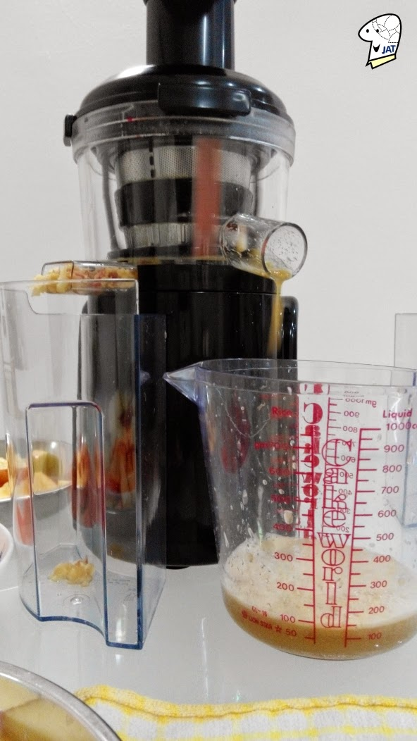 Bayers Dual Stage Slow Juicer, juicing in progress