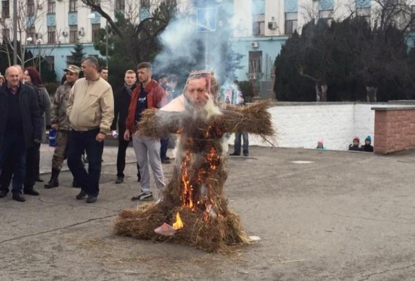 Erdogan effigy burned in Simferopol
