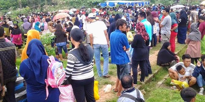 Derai tangis iringi pemakaman Olga di TPU Pondok Kelapa