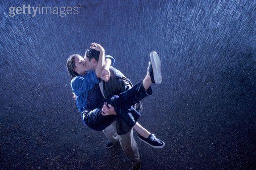 kissing couple wallpaper. couple-rain-kissing-wallpaper