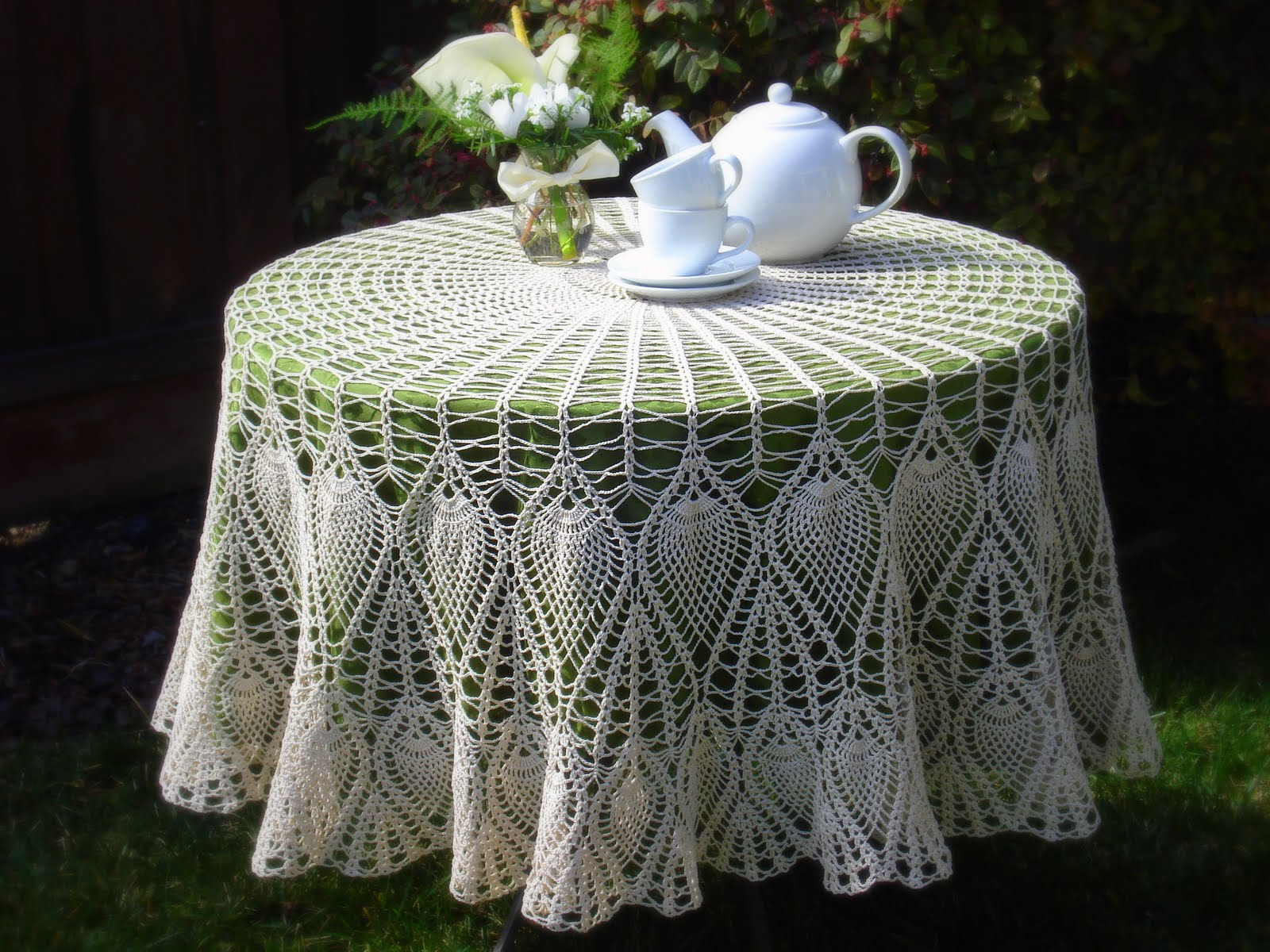 Round Pineapple Tablecloth 10 Thread Crochet Pattern - Download