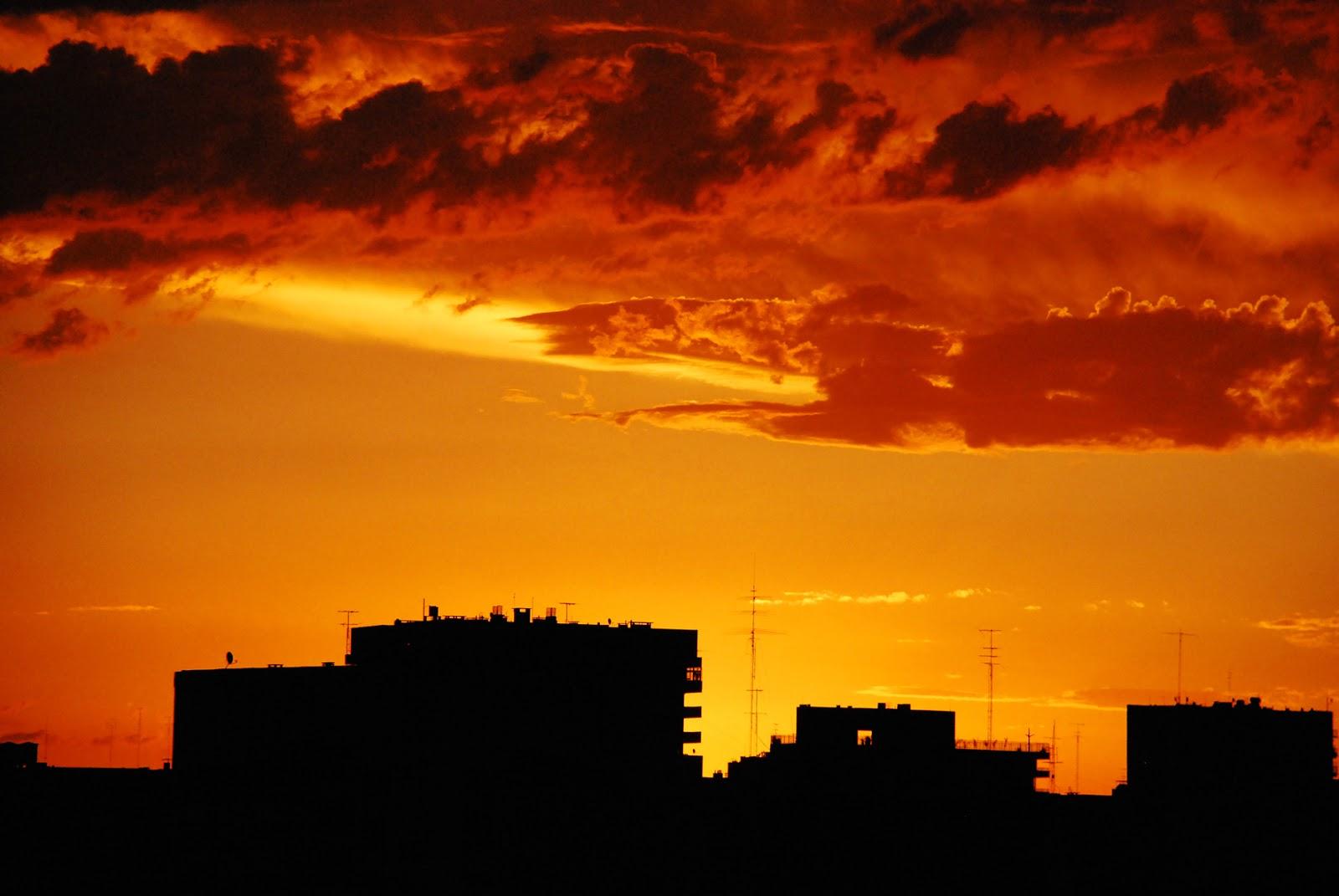 http://2.bp.blogspot.com/-UvJ_J9YRxpM/ULUaqBeXzCI/AAAAAAAAFQI/tQ9gLjfSnok/s1600/Bello+atardecer+en+la+ciudad.jpg