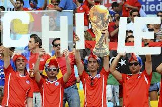 Konvoi Ribuan Fans Chili Tiba di perkemahan Cuiabá Brasil