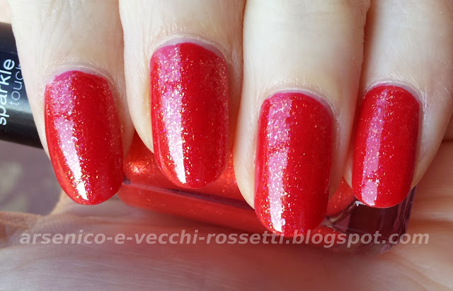 Kiko #237 Rosso Glitter Sparkle Touch su Orly Monroe's Red swatch