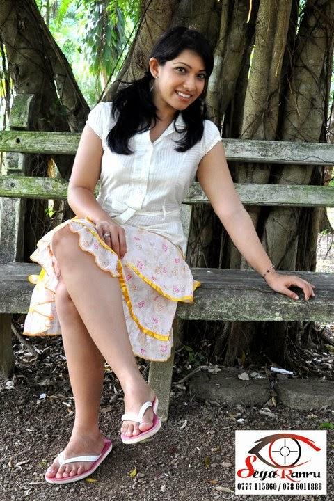 nehara peiris crossed legs