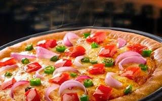 Pizza Hut - Medium Pizza, Garlic Bread and Soft Drinks for 2 Person
