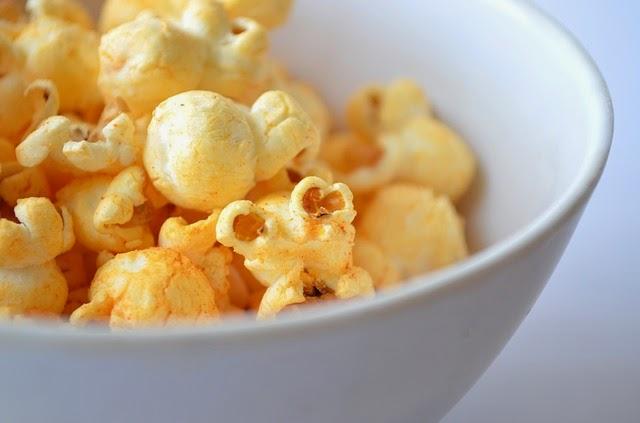 Pipoca de micro-ondas com manteiga pode causar Alzheimer