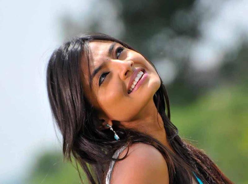 Nikitha Narayan Cool Saree Stills Nikitha Narayan Hot Saree Photos gallery pictures