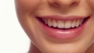 Simak Tips Cara Memutihkan Gigi Kuning Secara Alami