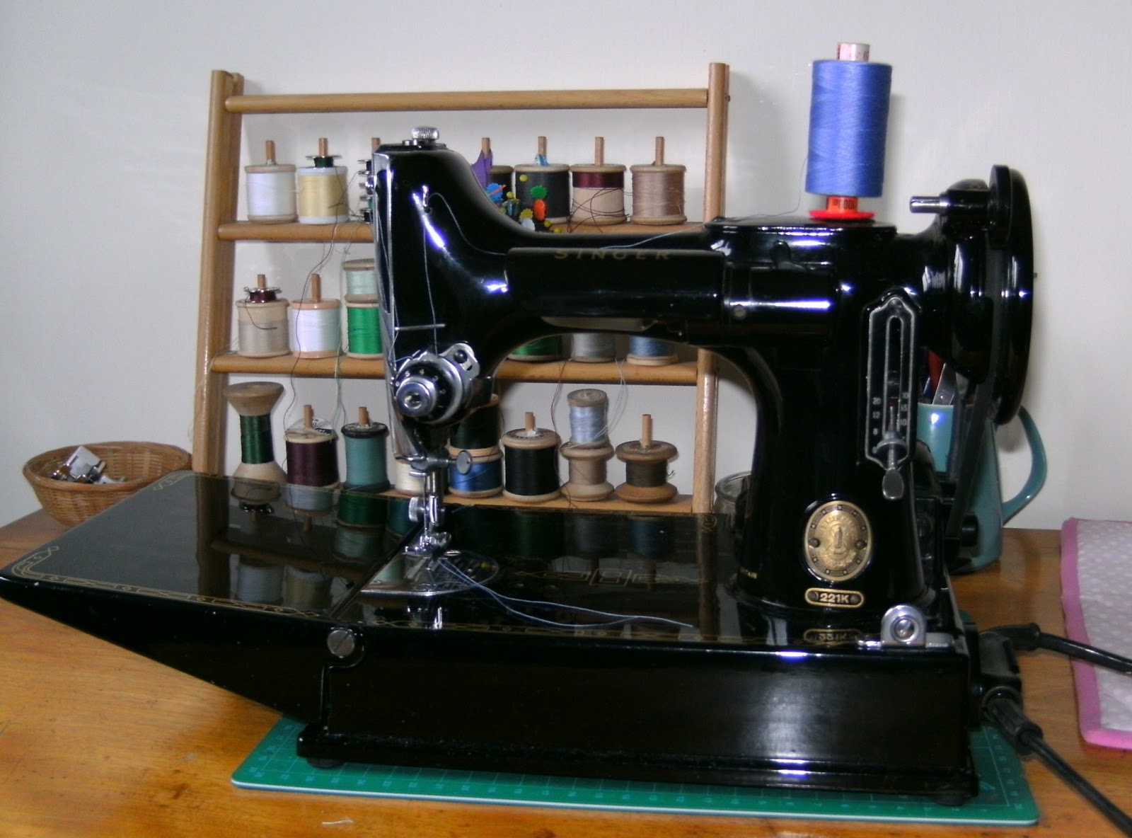 Grannys Button Box Essex Miniature Sewing Machine Singer 221 K Threading Diagram For Those Who Dont Know What A Featherweight Looks Like Heres Mine