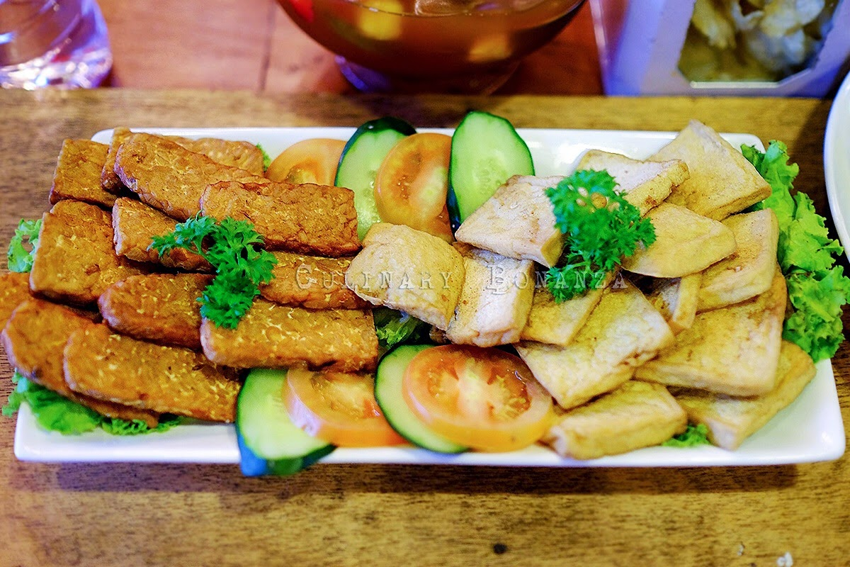 Aneka Gorengan - a platter of tempeh and tofu fritters