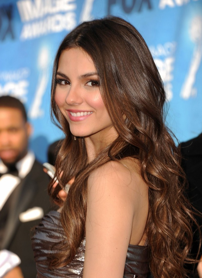 Victoria justice Wallpaper 11 With 800 x 1101 Resolution ( 190kB )