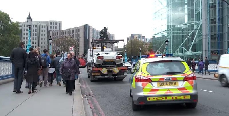 ロンドンで「ランボルギーニ・カウンタック」が路上に放置され話題に