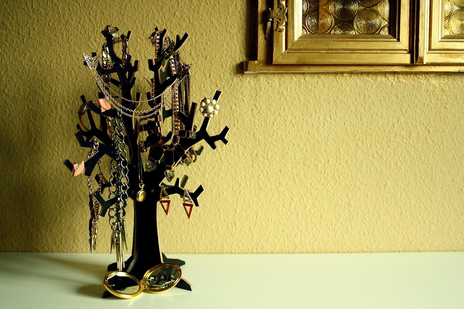 fraukleid schmuckbaum fashion for home challenge. Black Bedroom Furniture Sets. Home Design Ideas