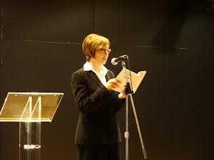 LEYENDO UNO DE MIS POEMAS EN LA PRESENTACIÓN DEL Nº 69 DE LA REVISTA DE POESÍA ALGA (ABRIL 2013)