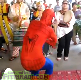 video spiderman silat pulut depan pengantin