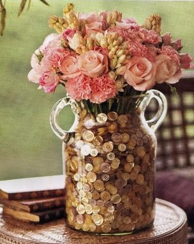 jaron decorado con botones