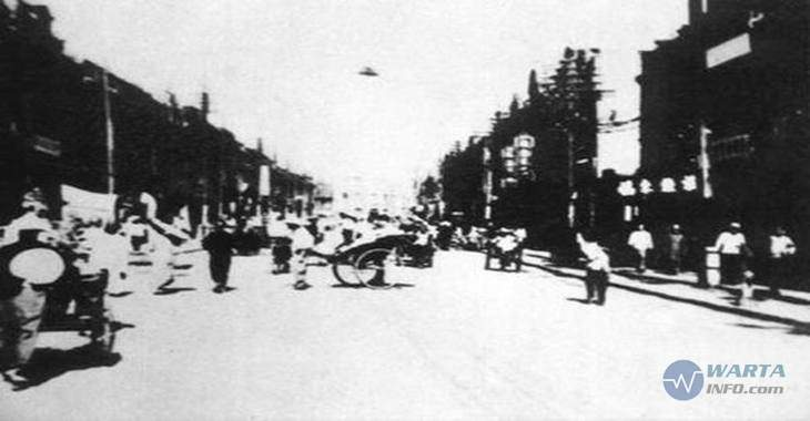 Foto gambar jadul penampakan pesawat UFO di china tahun 1942