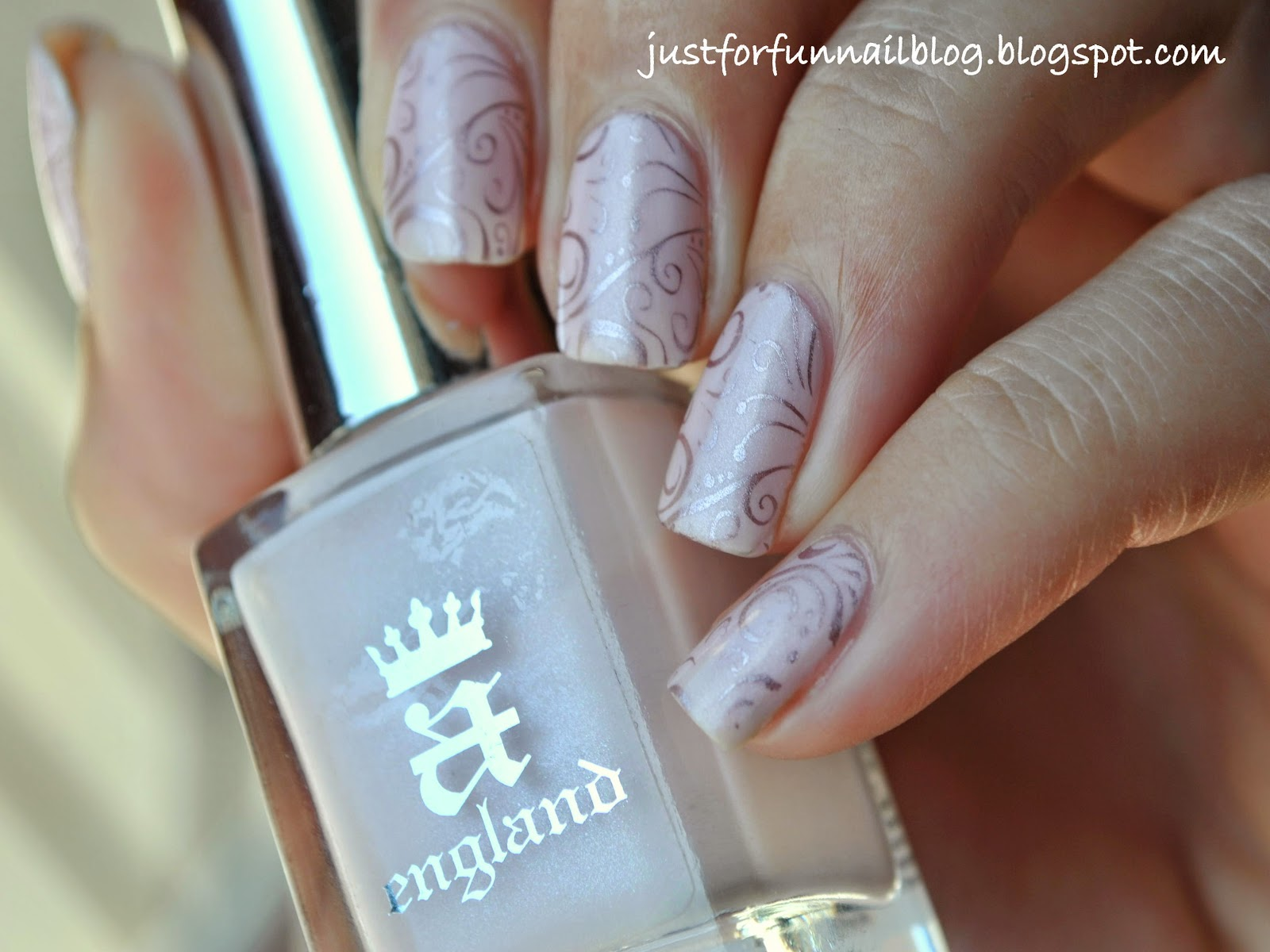 Delicate Light Pink Design A England - Iseult.