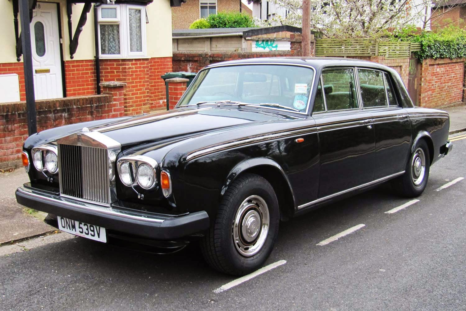 vintage car spotting in streets of london rolls royce. Black Bedroom Furniture Sets. Home Design Ideas