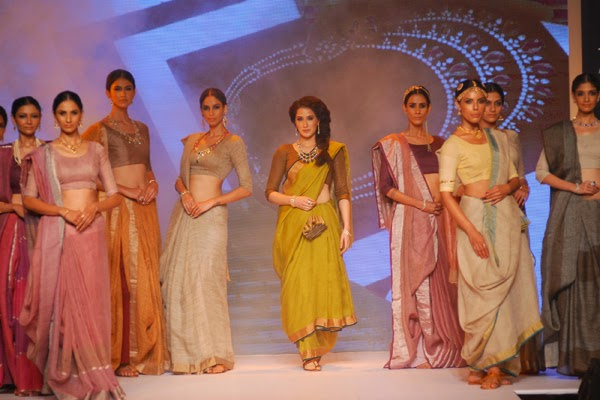 Sagarika Ghatge Walk  for Ganjam Show at the IIJW 2014
