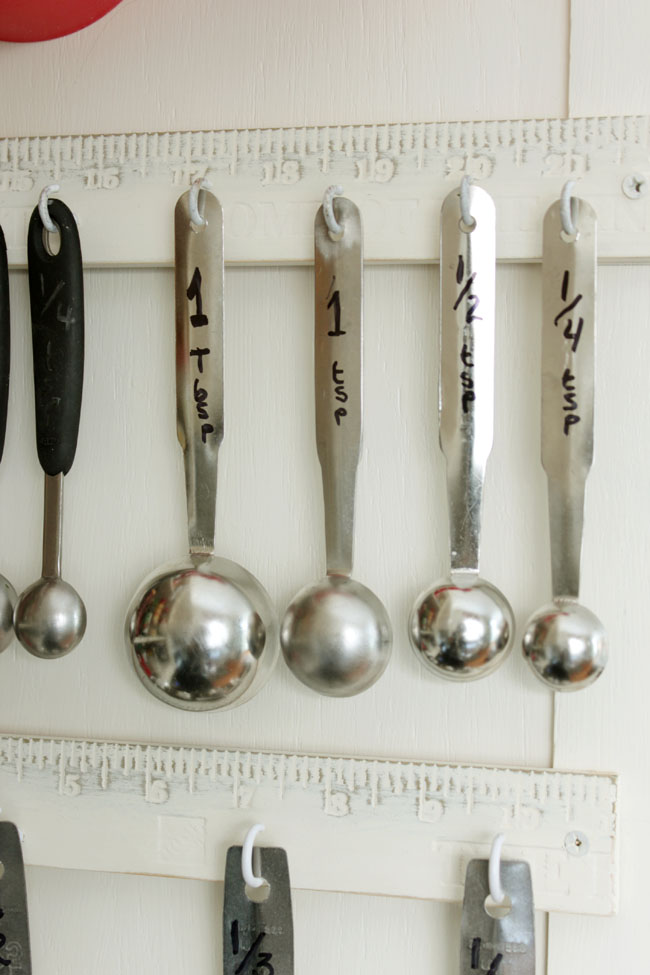 Measuring spoon hooks from Remodelando la Casa