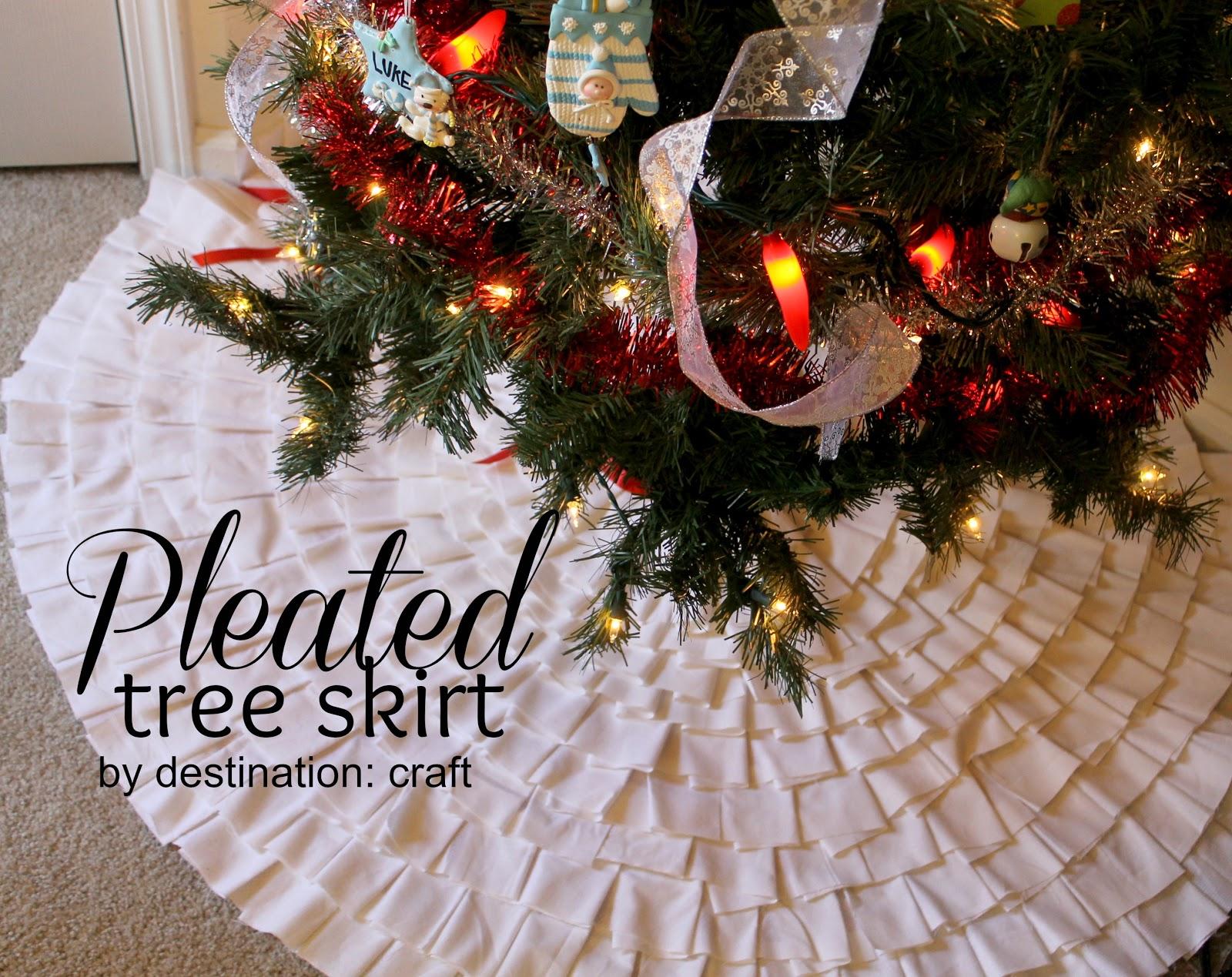 20 Crafty Days Of Christmas Pleated Tree Skirt