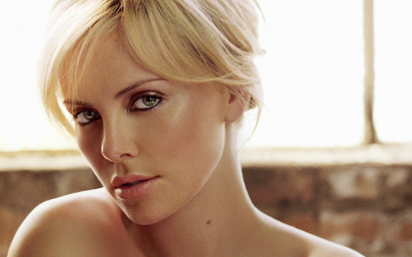 CHARLIZE THERON_WALLSTOWN_IN_HOLLYWOOD ACTRESS_HOLLYWOOD CELEBRITIES