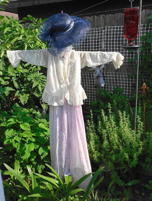 gardens inspired create a scarecrow