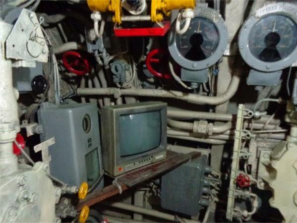 Ada TV di kapal selam :D