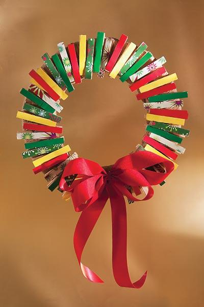 Dos manualidades para saber como hacer una corona de for Manualidades para diciembre