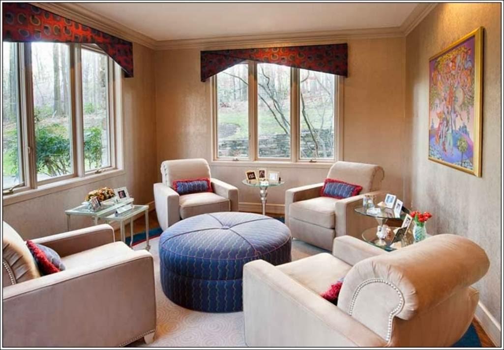 D coration salon avec quatre chaises d coration salon for Salon avec ba