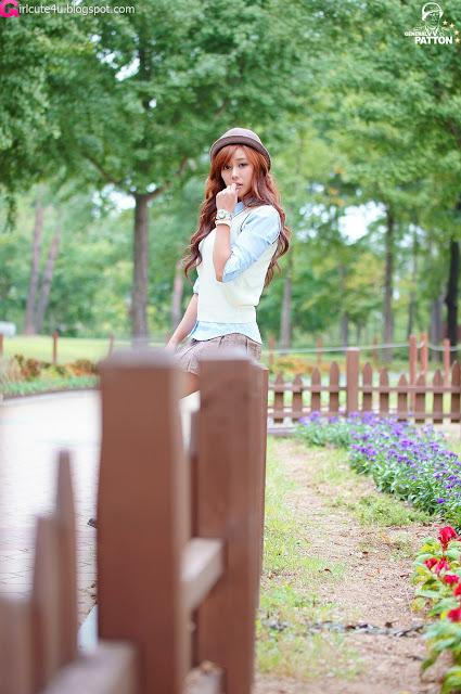 4 Kim Ha Yul in Mini Skirt-very cute asian girl-girlcute4u.blogspot.com