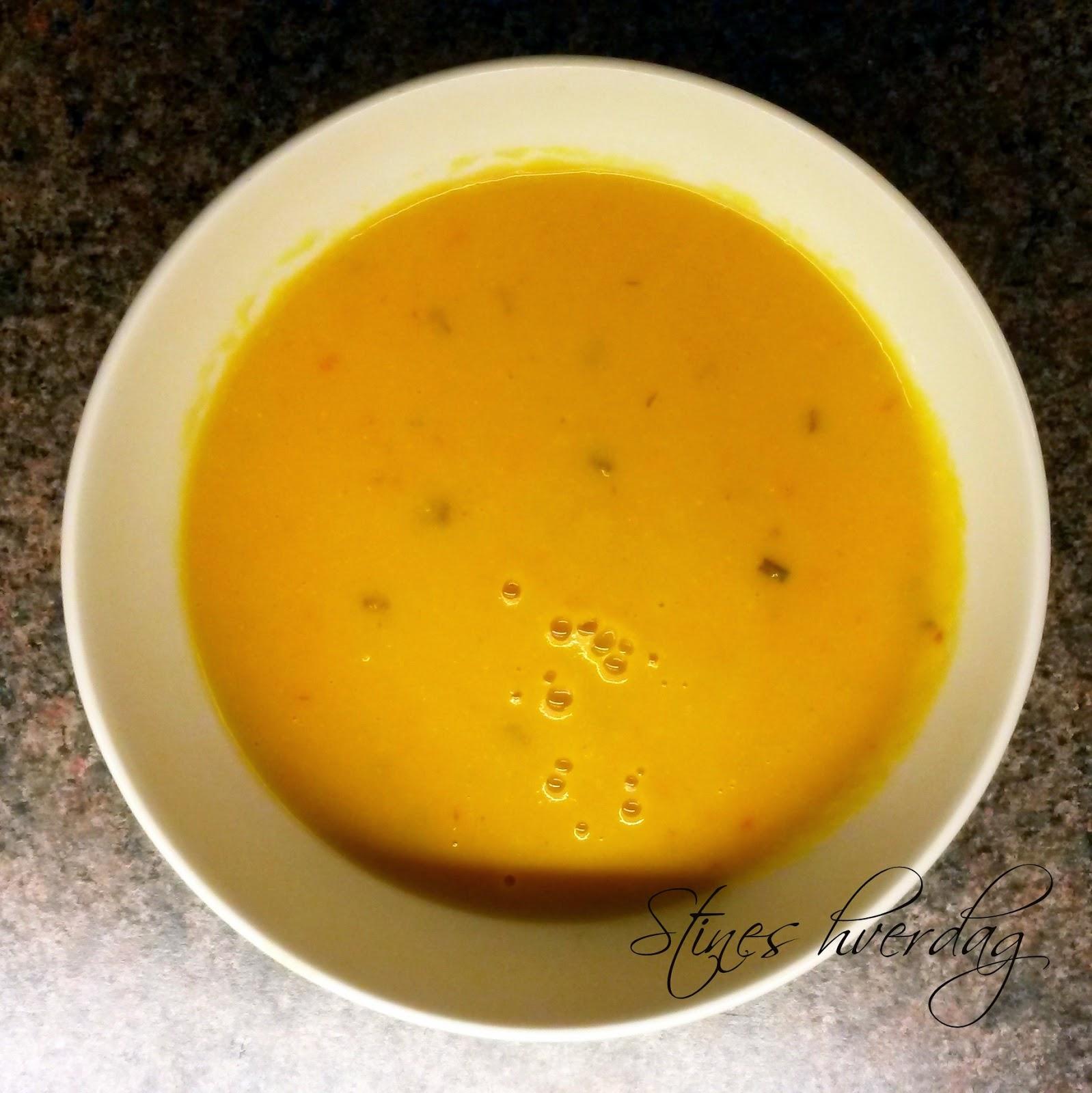 Kremet spicy gulrotsuppe med potet og kikerter