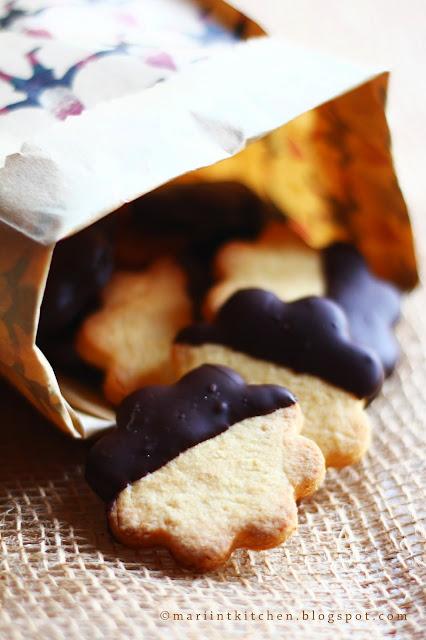 biscotti di natale #3: biscotti con farina di mandorle, arancia e cioccolato