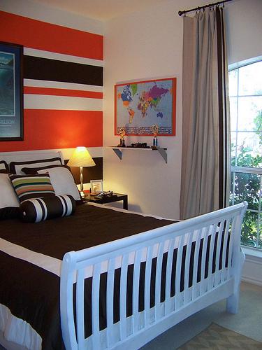 Orange striped boy room design dazzle for Boys bedroom paint ideas stripes