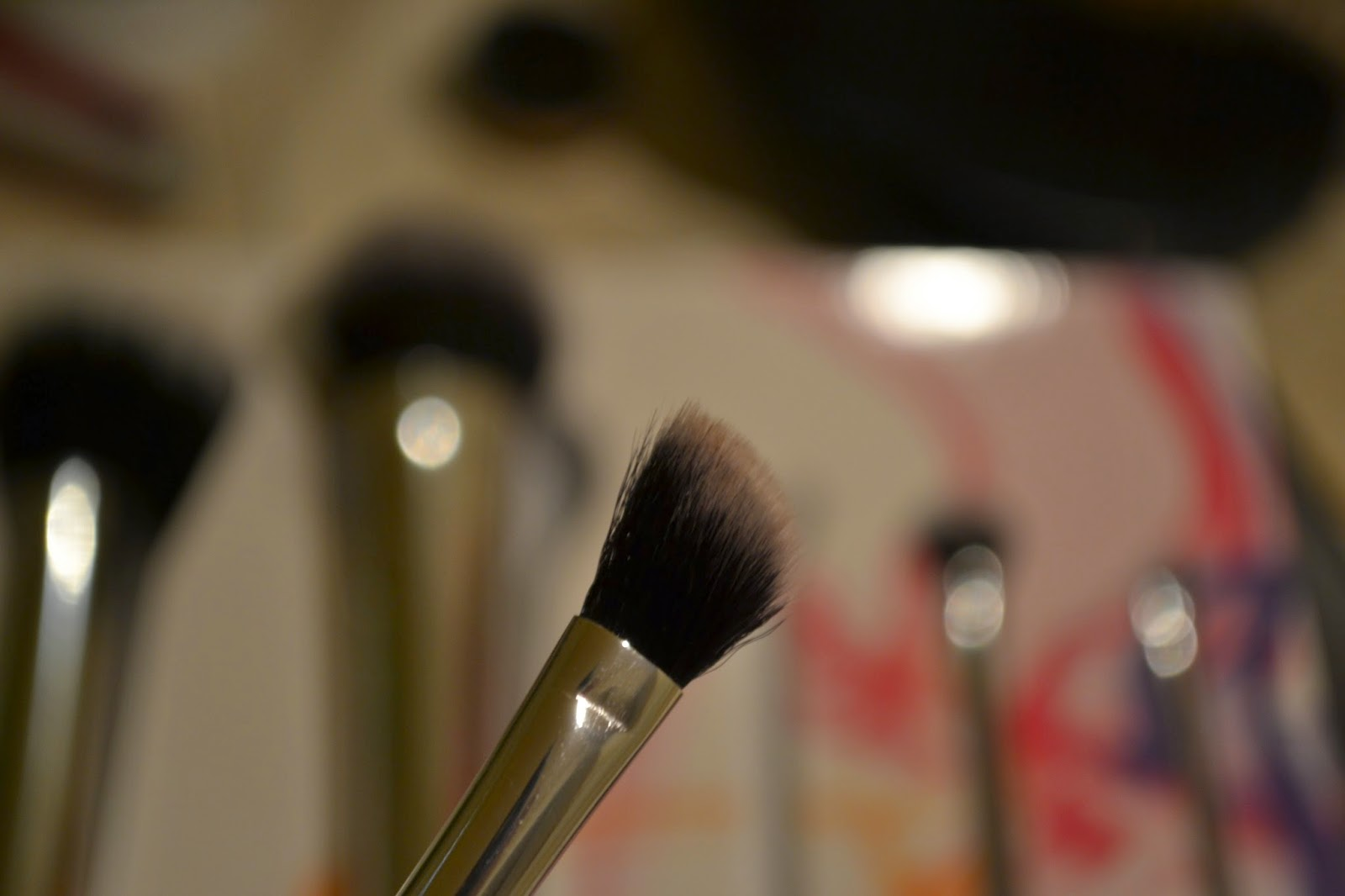 Real Techniques Nic's Picks Brush set - angled shadow brush