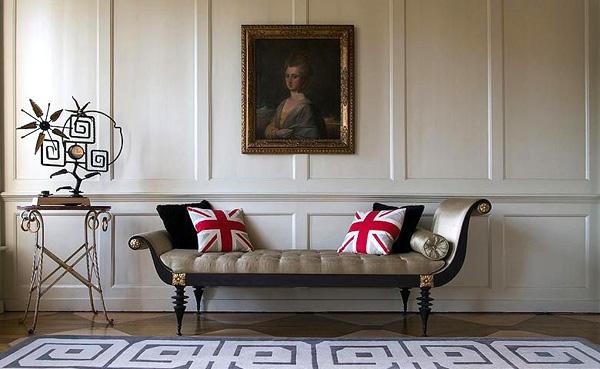 vestíbulo con retrato antiguo cojines bandera inglaterra
