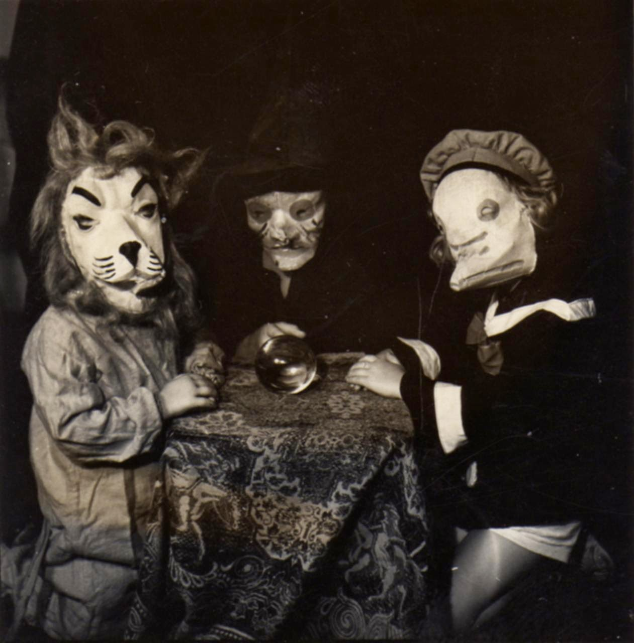 22 haunting vintage halloween photographs before the 1950s. Black Bedroom Furniture Sets. Home Design Ideas