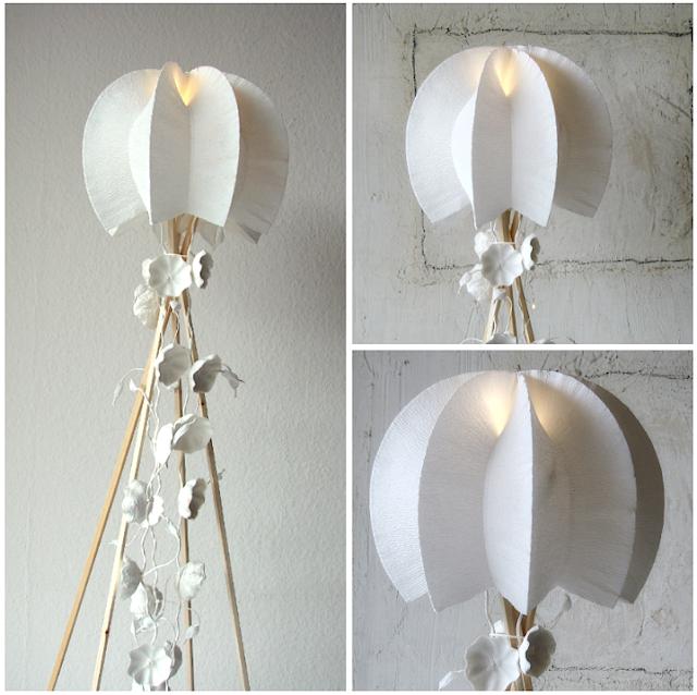 lampada di carta crespa con fiori di carta pesta, design ecologco
