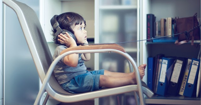 a discussion on the effects of television on children Con children prefer passive tv-watching children generally enjoy cartoons, films and other passive tv programmes that do not encourage them to learn or think creatively.