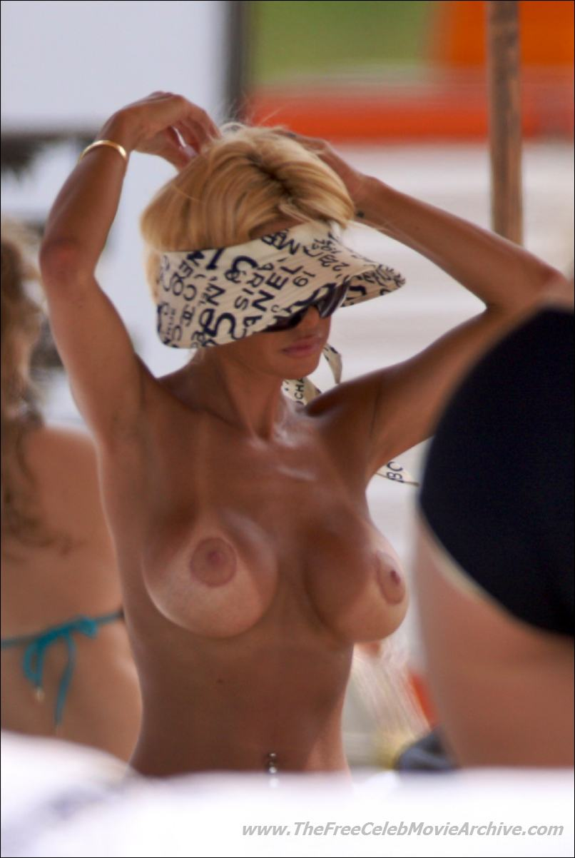 Shauna Sand's tittays are free