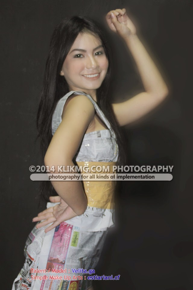 Gadis Berbaju Koran Berjahit Lakban / Girl in Newsprint - talent : Velita [Model Purwokerto / Model Banyumas]  | Foto & Ide oleh Klikmg Talent Management