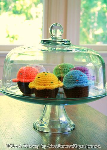 Free Amigurumi Crochet Patterns Cupcake : 2000 Free Amigurumi Patterns: Bake Me a Cake: free cupcake ...