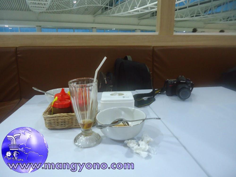 Ini dia Bakso  Lapangan Tembak Senayan di Bandara Sepinggan, Balikpapan. Ups, Baksonya dah habis... Tapi mangkuknya tersisa khan? ...