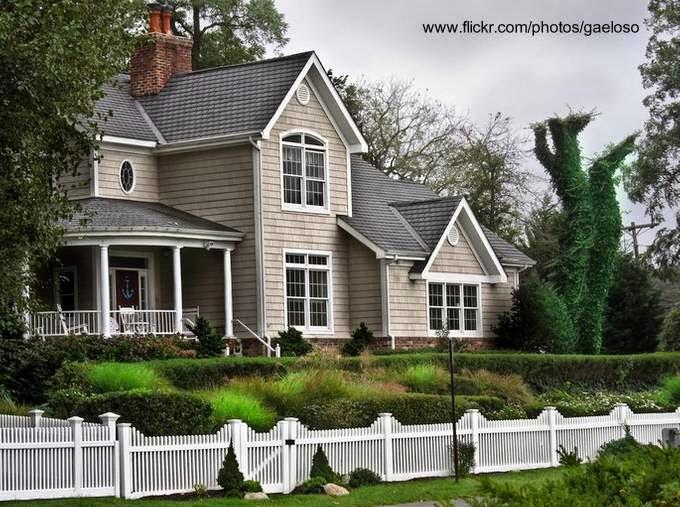 Residencia americana de dos plantas en un suburbio